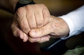 Több jelentkező özvegyi nyugdíjra? Így bizonyítható az együttélés