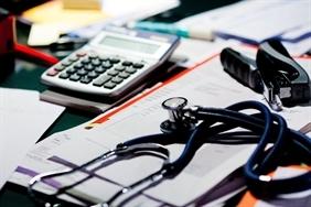 Szigorú szabályok: lehet-e egyéni vállalkozó az orvos a közfinanszírozott ellátásban?